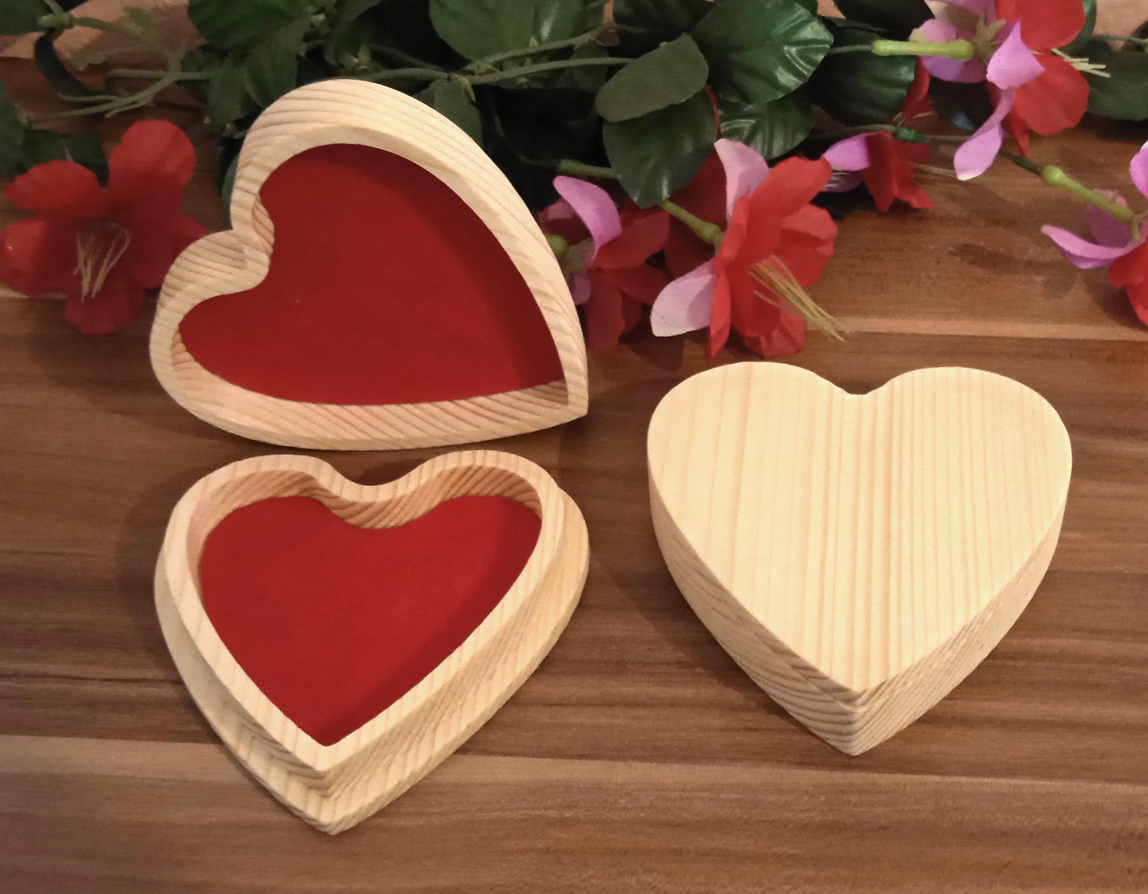 Něco málo z dílny: Dřevěná krabička ve tvaru srdce